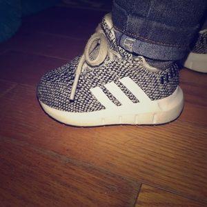 Size 4 adidas infant shoes